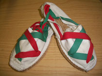 Alpargata con cinta roja y verde