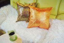 タイシルククッションカバー ゴールドリング デザイン シリーズ 【Gold Ring Design】 45×45cm対応のインテリア画像01