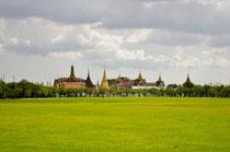 巨大な格調高い エメラルド寺院