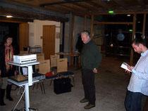 Vorbereitungen zum Vortrag Foto K-H Kuhn