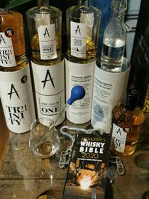 In der Filiale Nymphe 79 die besten Whiskies. Nur ein paar hundert Flaschen gibt es vom TRINITY 21. Wir konnten uns ein paar Dutzend sichern .96,5 / 100 in der Whisky Bible 2020!
