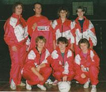 Mannschaft mit neuen Anzügen1995