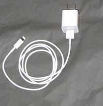 ライトニングケーブルとUSB電源アダプターの接続