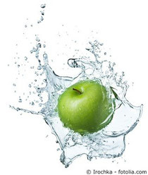 Irochka - fotolia.com Apfel in Wasser