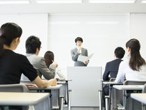 経験豊かな講師陣が行います。