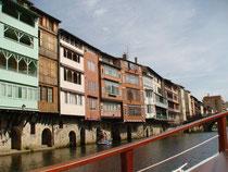 Castres et ses maisons sur l'Agout