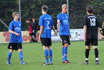 v.l.n.r.: Simon, Lukas, Julian (alle ex-STS, jetzt JFG) treffen auf Marcel (STS)