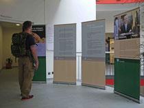 """Ausstellung """"Leben im Verborgenen"""" der Lost Voices Stiftung Foyer des Ärztezentrums LUSANUM, Ludwigshafen"""