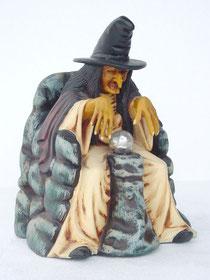Figuras de brujas con bola de cristal