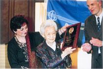 2006年、民主主義擁護賞を受賞