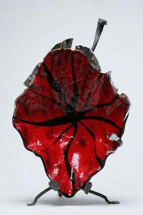 Foglia rossa, vetrofusione di Blu kobalto