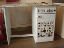 bureau en bois peint