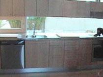 バーチのシンプルスタイルキッチン。