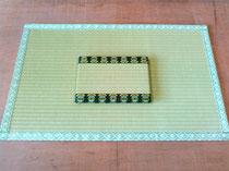 畳表(ダイケン銀白 和紙表)玄関マット肉球柄畳縁とシーサー柄ミニ畳です。