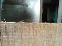 藁床の丈修理を藁で手縫いしました。