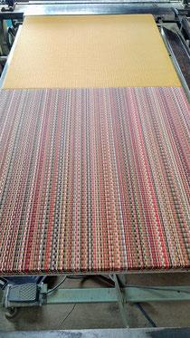 縁無し畳は、同じ表でも光線の違いで違う色に見えます。