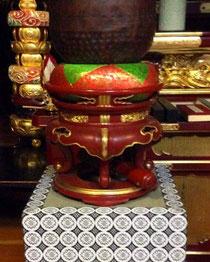 小田原市内のお寺様からご注文の磬子台です。