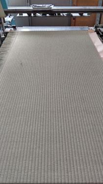 新畳本床(藁床)に熊本産表を張り付けて機械で縫いました。