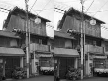 古い3階建て木造