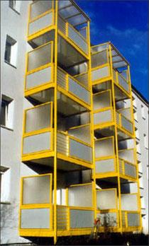 Balkon - Geländerfüllungen und Verkleidungen aus Plexiglas (Acrylglas)