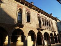 La facciata di Palazzo Regaù