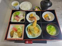 松花堂弁当¥1,000+税(一例)