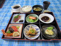松花堂弁当¥1,100(一例)