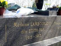 Edith Piaf 1915-1963 - Interprète des chansons comme la Vie en rose, Non, je ne regrette rien, Milord, etc. Avec elle repose son dernier mari, Théo Sarapo