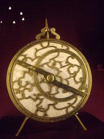 Michel ASNE, Astrolabe planisphérique, (1602), Caen, conservé au Musée National de la Renaissance (photographie : Adeline Lionetto-Hesters).