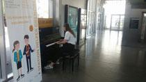 In Grenoble gibt es auf dem Bahnhof ein öffentliches Klavier!