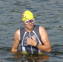 Rolf Schröder vor dem Schwimmstart...