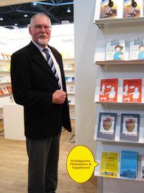 Dr. Edler präsentiert sein Buch