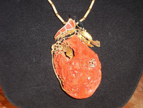 Coral & gold pendant designed & made by Silvano Zanchi                           B&B La Mela Rosa