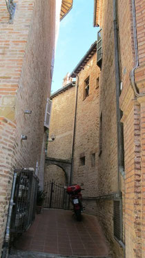 Amandola - Did Manardo escape down a street such as this??      B&B La Mela Rosa