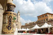 Market stalls in Piazza del Popolo