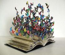 Cosa esce dai libri: l'opera d'arte di David Kracov