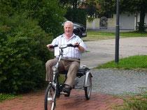 Unterwegs in der Stadt mit einem Dreirad