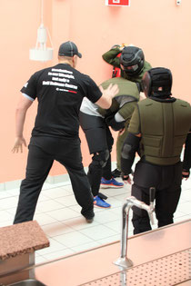 Realitätsbezogenes Szenario-Training im Vollschutzanzug (Spartan Training Gear)