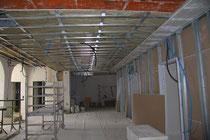 Zimmerwände im ehemaligen Saal stehen