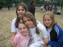 Tamara, Katharina, Bianca und Chiara debütieren beim Schulbeachcup