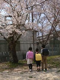 3人の小学生