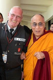 Dr. Joachim Huber mit S.H. dem Dalai Lama