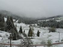 Schneefall am Basislager auf 1025m