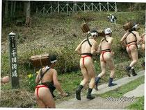 祭りは男子の尻に女子が大注目!お尻のしまり具合が強さの象徴!