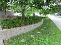 日系人記念碑の入り口