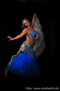 Bauchtanz mit Niniel empfohlen von Lets dance! Die Mobile Party-Discothek 01799841885