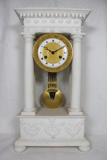 Französische Säulenuhr Weißer Marmor 1823