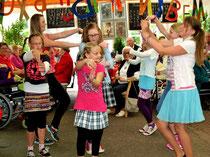 """Das gefiel dem Publikum: Die Tänzerinnen von ,,Dance 4 Teens"""" unter der Leitung von Mara Schulz hatten schwungvolle Tänze einstudiert."""