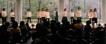 2000.4.9三木山森林公園音楽ホール(初めての依頼コンサート)この頃まだ衣装は白にジーパンでした。