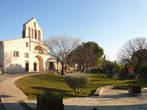 Place de la mairie et église de FABRAS